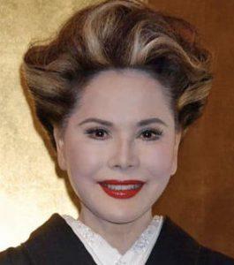 デヴィ夫人 若い頃 昔 画像 ハーフ 子供 娘 カリナ